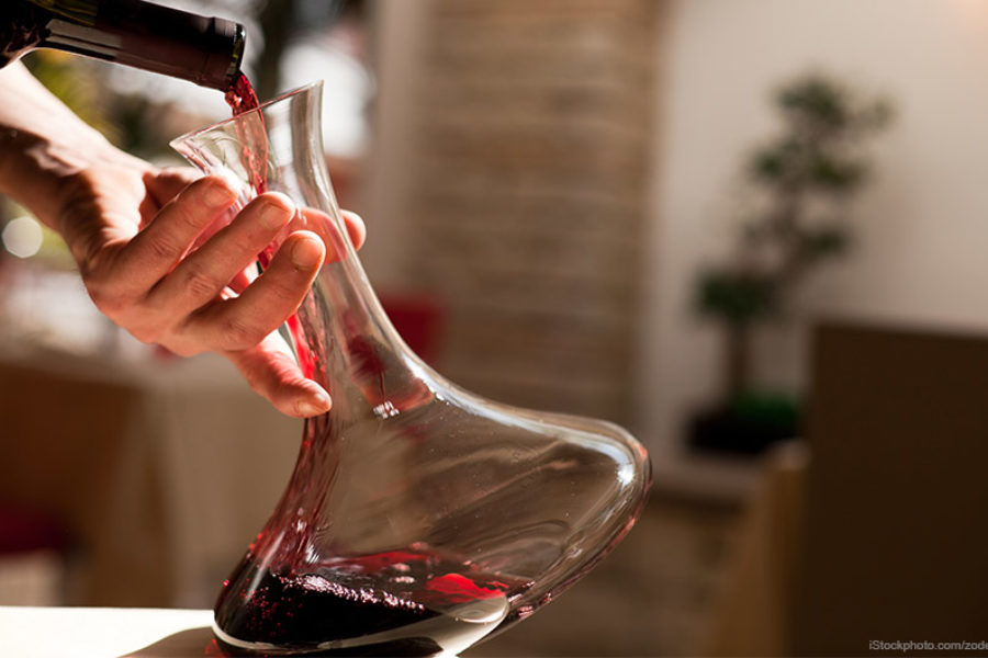 Weinwissen: Dekantieren oder karaffieren?
